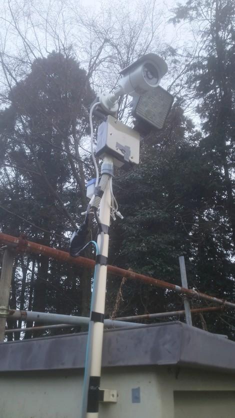 監視カメラ&センサーライト